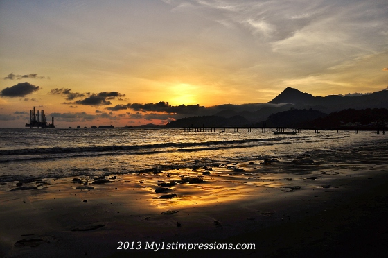 Sunset over Limbe' and its oil platform