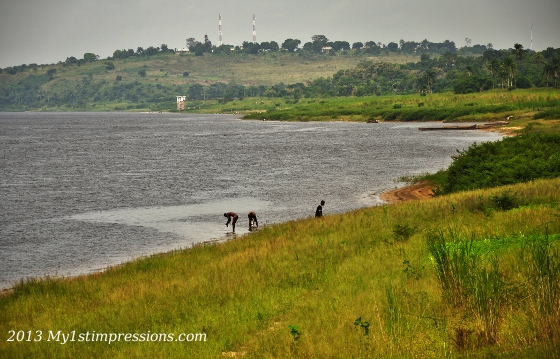 Daily life on the COngo River: time for a bath!