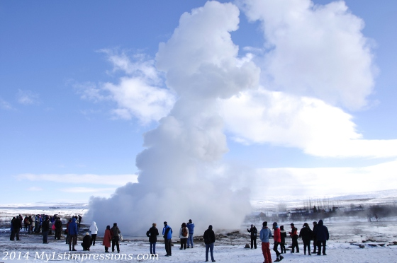 People standing around the Geysir